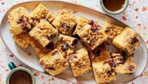 dinnerly-easter-crumb-cake-meal-kit