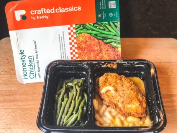 homestyle chicken with mac and cheese and green beans in tray-freshly food reviews-mealfinds