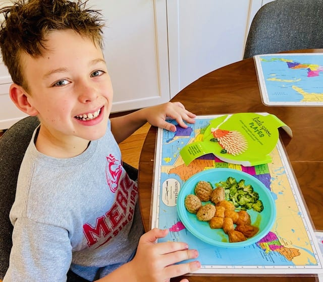 little-spoon boy with chicken-nuggets-little spoon plates and blends reviews-mealfinds