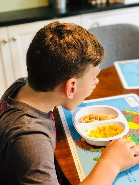 boy eating kids meals-yumble kids meal delivery reviews-mealfinds