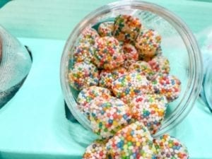 candy-club-candy-gift-confetti-drops