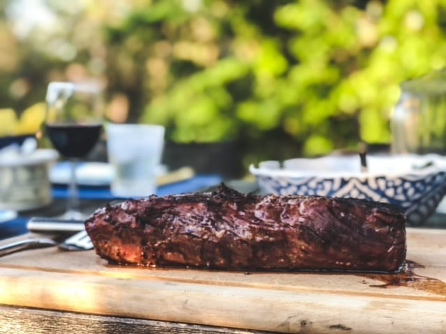 chateaubriand on cutting board-crowd cow review-mealfinds