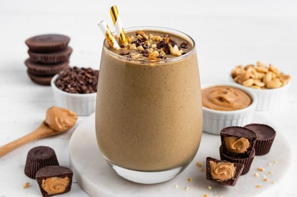 chocolate peanut butter smoothie -smoothiebox reviews-mealfinds