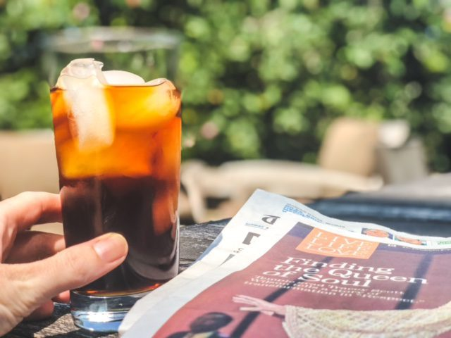 four signmatic think mushroom coffee on ice in glass-four sigmatic reviews-mealfinds